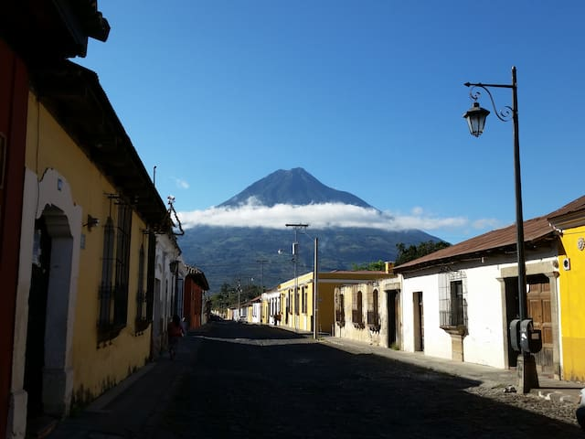 Antigua Homestay Accommodations #4 - Antiga Guatemala - Bed & Breakfast