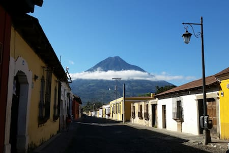 Antigua Homestay Accommodations #4 - Antigua Guatemala - Bed & Breakfast