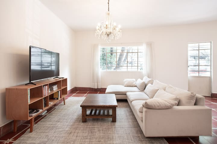 Large flat in the heart of Polanco
