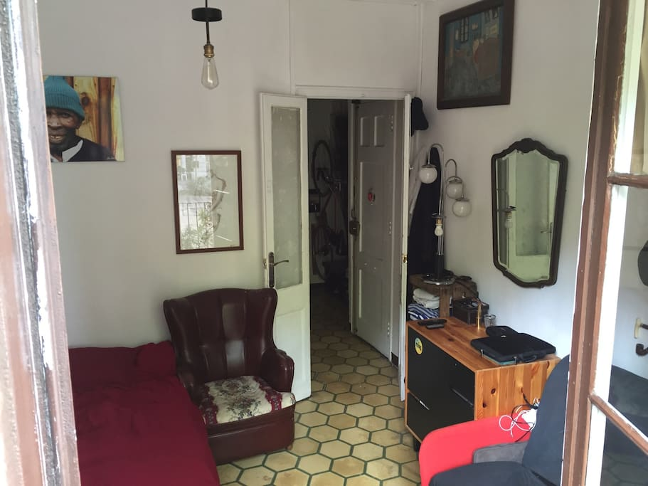 Cómoda habitación con balcón al paseo san juan