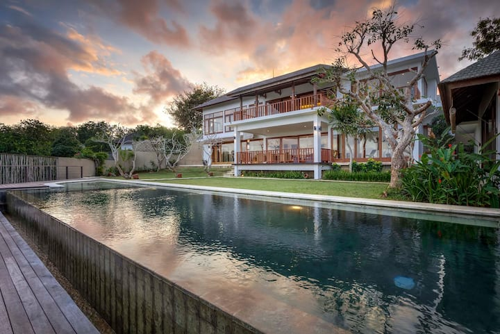 3 BR Villa Ocean View & Guesthouse near OMNIA