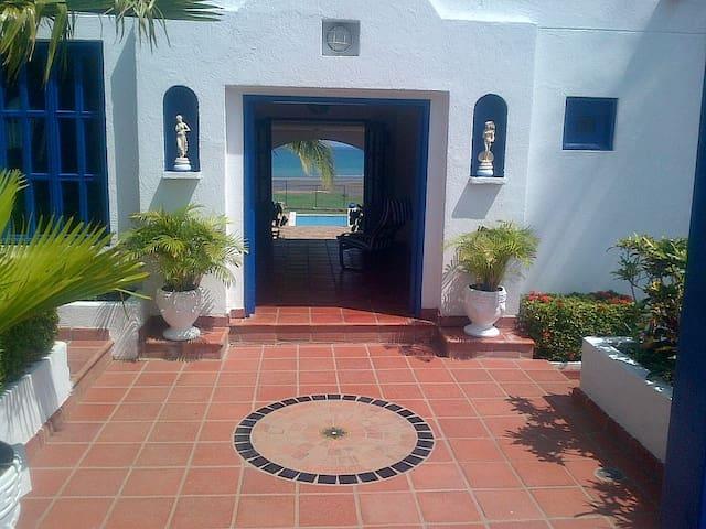 Beautiful Seaside Villa  - Playa Mendoza - Villa