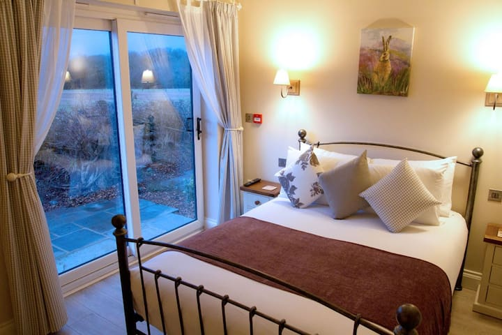 ROOM 3 - Family Room - Redhill - Bed & Breakfast