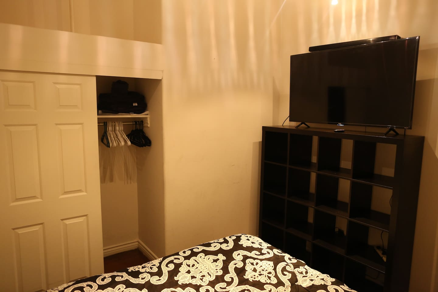 Private Bedroom with Queen sized bed. 45'' Tv with soundbar, Closet and shoe space. Towels and Extra covers are in closet and aways in stock.
