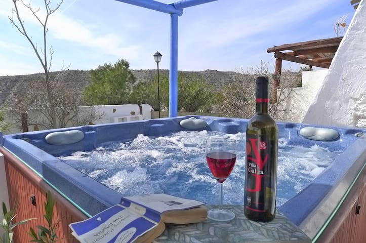 HOT TUB & WIFI & VIEWS - Sleeps 6 - Huéscar - Casa