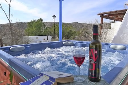 HOT TUB & WIFI & VIEWS - Sleeps 6 - Huéscar