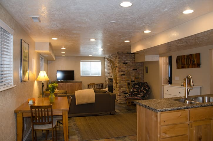 Cottonwood Canyons Retreat; hot tub - Cottonwood Heights - House