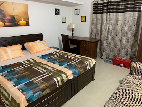 1bedroom 1small living -couple friendly flat