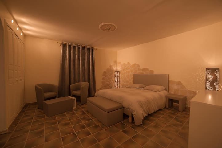 CHAMBRE ROME ANTIQUE - Béziers - Bed & Breakfast
