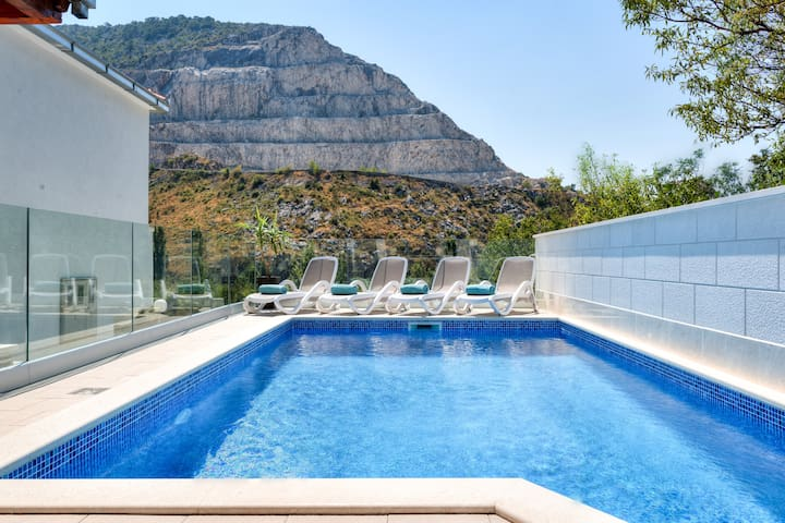 Villa Loris - privacy & private pool near Split