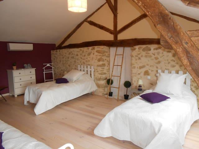 Chambre avec piscine vue sur les Pyrénées.