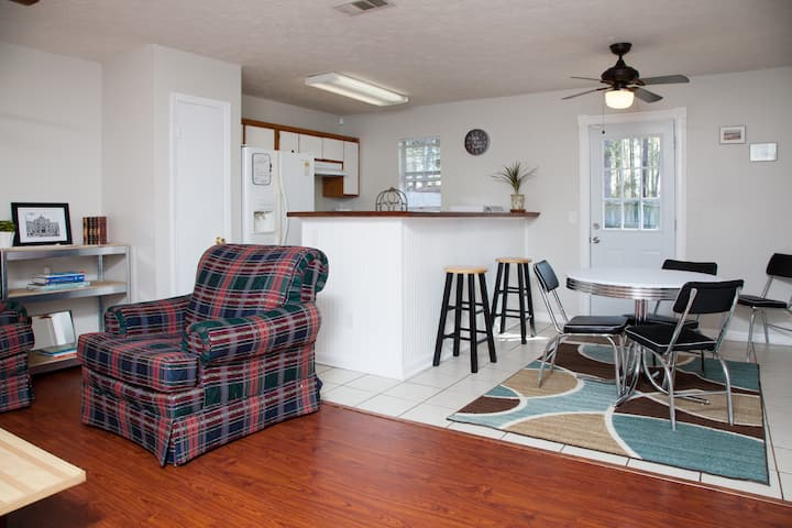 411: 3BR/2BA Clean/Disinfected/Safe/Yard/Grill