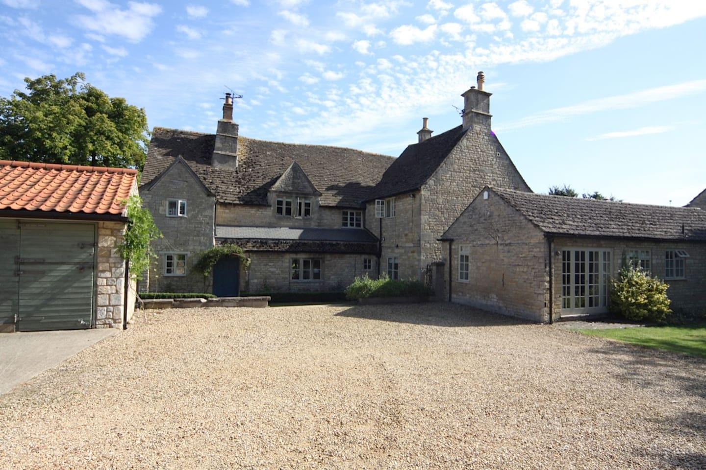 Rectory Farm Annexe is situated in the courtyard of Rectory Farm, a listed building dating from the 15th Century in the village of Castle Bytham.