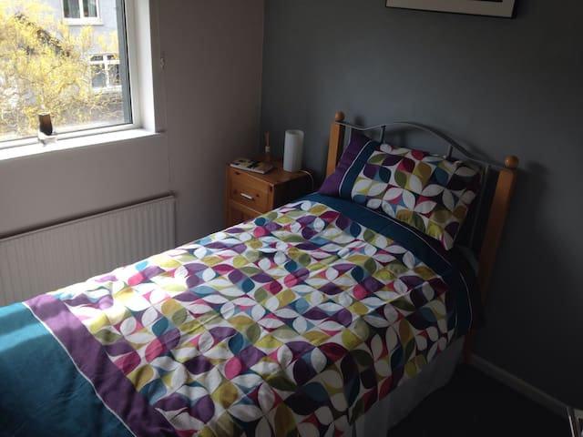 Friendly home !  Single room available