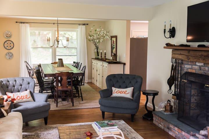 Spectacular Valatie Home (sleeps 12)