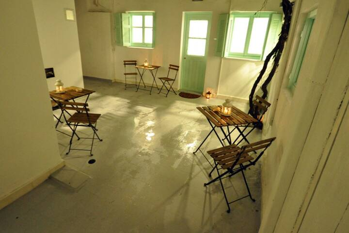 Comfortable mini house @ the best area in Piraeus!