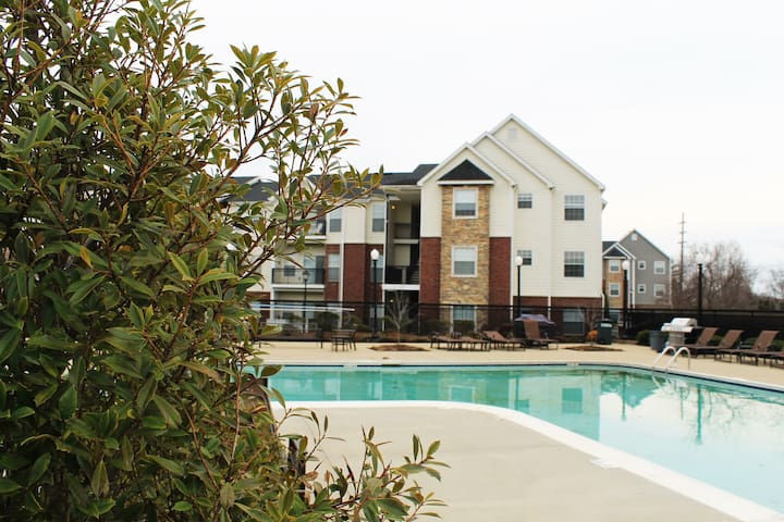 Corporate 2BDR Apartment in Northeast Louisville!