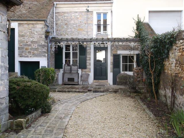 maison en centre ville calme - Samois-sur-Seine - House
