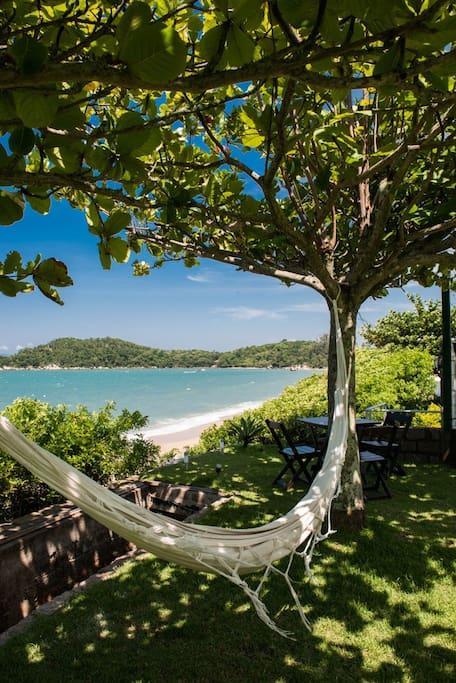 Pasar el tiempo en la hamaca, contemplando el mar, leyendo, soñando ..