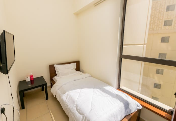 Single Room For Rent in Dubai Marina For one Man.