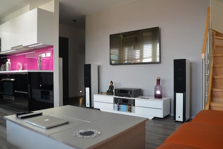 Luxury 2-story loft in most desirable part of town - Prague 6 - Daire