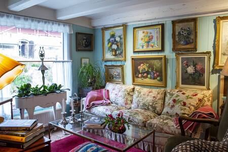 Cozy and stylish B&B one hour from Stockholm