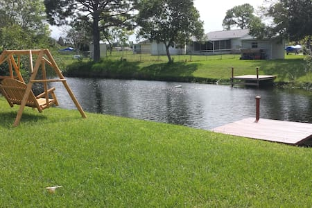 Canal House close to Mineral Springs and Beaches - North Port - Casa