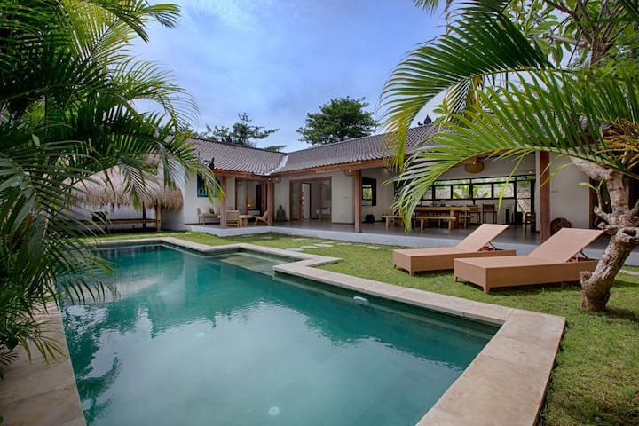 Brand new, spacious 3bdrs villa near Cashew Tree