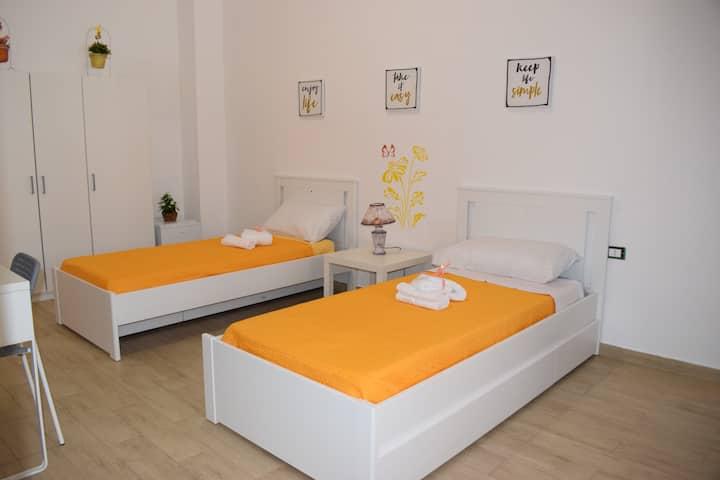 Casa Campisi, camera con letti singoli,wc privato.