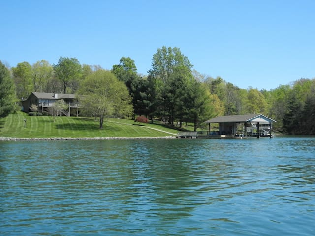 Tranquility Bay on Smith Mountain Lake - Huddleston - House