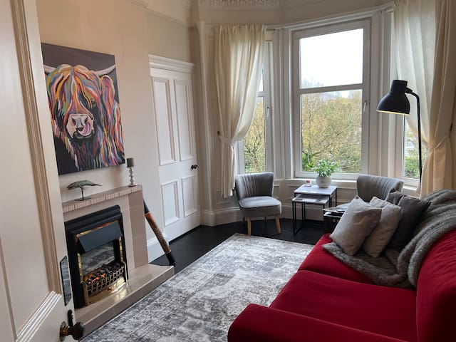 Beautiful traditional flat in the center of Largs.