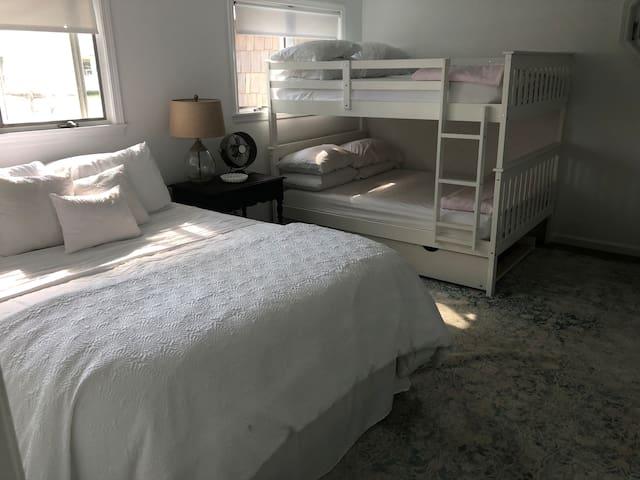 Bedroom 2- one queen, 2 full beds