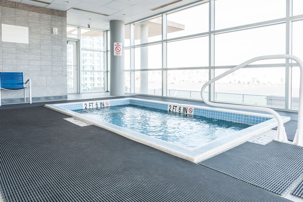 Jacuzzi with Manhattan skyline views