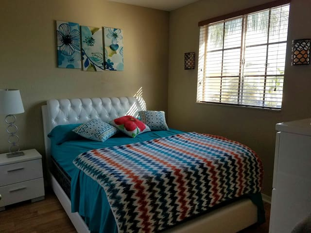 Luxy stay for less at Safe area! - Miami - Casa