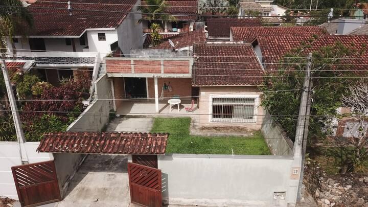 Casa no Capricórnio (pertinho da praia) Caragua