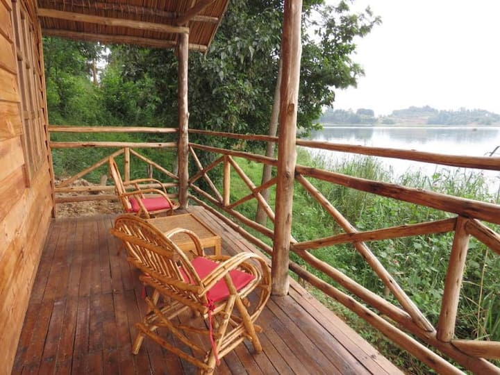 Lake View Treehouse, Itambira Island, Bunyonyi