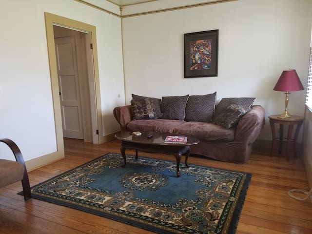 Cozy 2 bedroom 10 mins from downtown New Orleans
