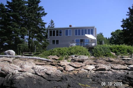 AWESOME-OCEANFRONT HOME-LUXURY SUNSET-NEARBY BEACH - Bristol