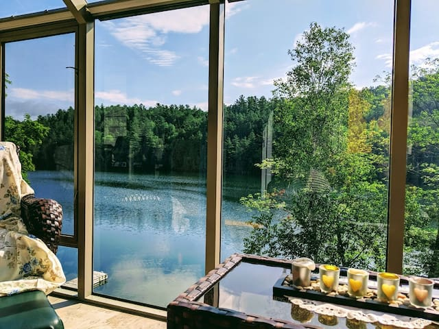 Hakuna Matata Chalet ~ Deluxe 4 season Lake view ~