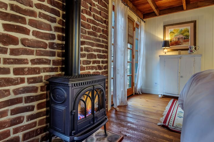 Enchanting Nevada City Cabin Steps to Downtown