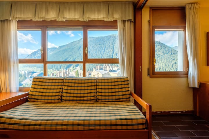 Ski down to your apartment!! 1500