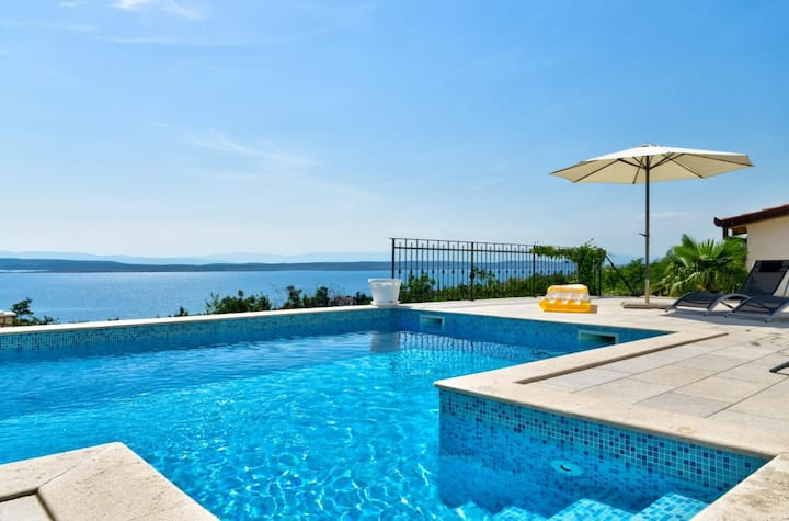 Enjoy pool & great view - app for 2-4 people (1)