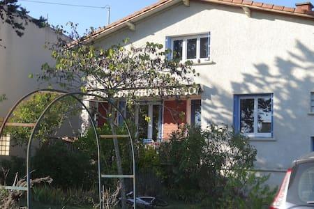 4 chambres à louer dans grande maison familiale - Villeneuve-Tolosane - Haus