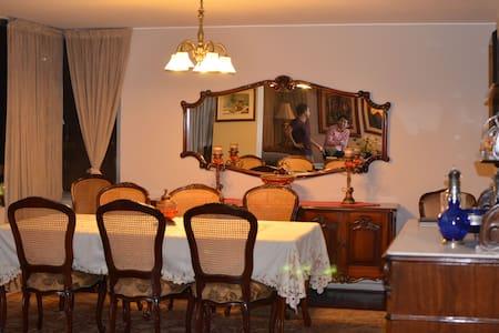 MIRAFLORES - Cozy and Big apartment - Lakás
