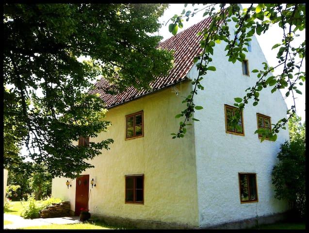 Kalkstensdröm från 1700-talet - Klintehamn - Talo