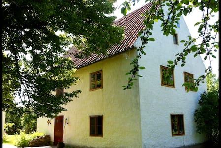 Kalkstensdröm från 1700-talet - Klintehamn - House