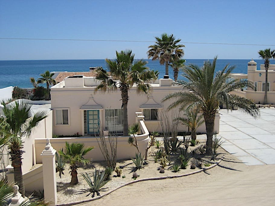 Casa Fiesta is a free standing Guest house (700 sq ft.) with it's own patio and BBQ grill....just steps to the beach!