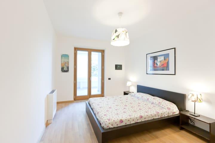 A super comfy double bedroom