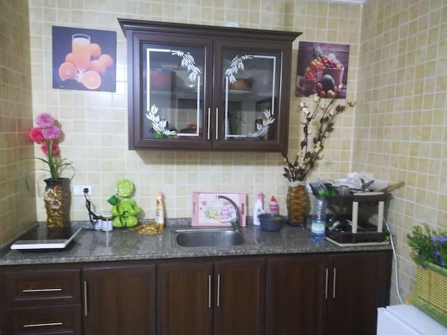 شقة سكنية ايجار  يومي اسبوعي  تواصل 0778253912