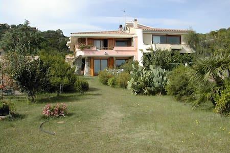 villa a 50m dalla spiaggia 3 camere - Porto Taverna - 别墅